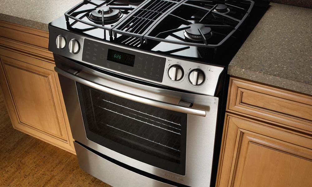 Jgs9900cdf jenn air jgs9900cdf gas slide in ranges for Kitchen range with downdraft ventilation